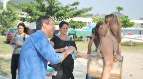 Felipe panfleta em Charitas e faz reuniões com empresários e diretores de clubes e escola de samba