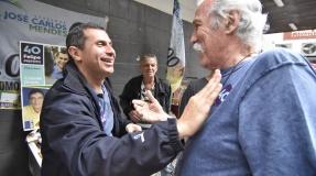 Na véspera da eleição, Felipe faz corpo a corpo e recebe o apoio e a torcida de eleitores