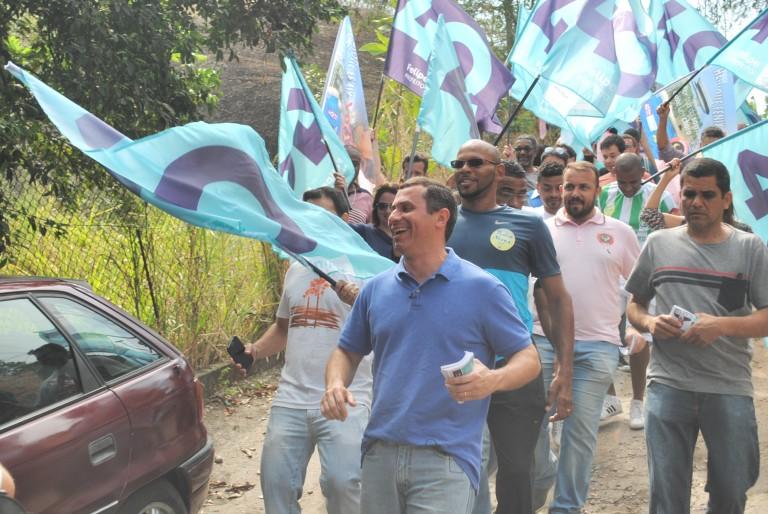 Felipe Peixoto tem primeiro fim de semana de campanha marcado por caminhadas em Niterói