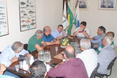 Felipe Peixoto em conversa com a classe médica | Foto: Luiz Barros