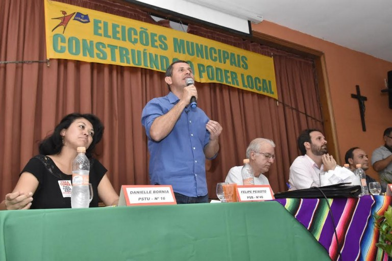 Felipe grava programa eleitoral, faz corpo a corpo no Centro e participa de mais um debate