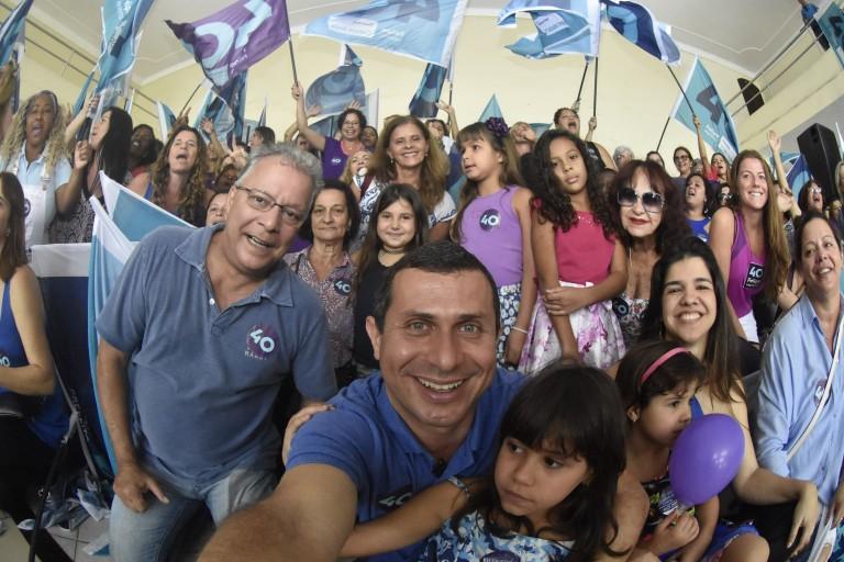 Felipe recebe apoio de movimento feminino e caminha em Icaraí
