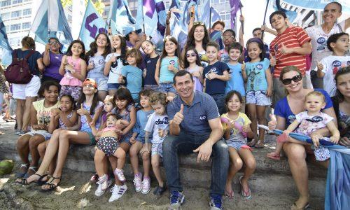 Felipe Peixoto comemora o Dia da Criança com caminhada no calçadão
