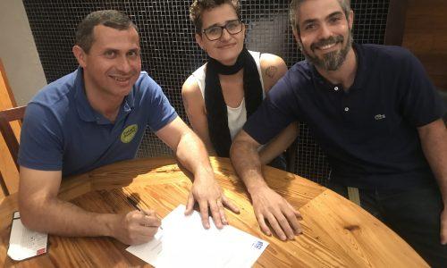 Felipe Peixoto assina termo de compromisso com associação de funcionários da Fiperj
