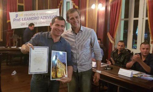 Felipe Peixoto recebe moção de congratulações na Câmara de Petrópolis