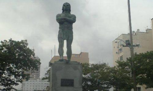 Revitalização em praça no Centro de Niterói